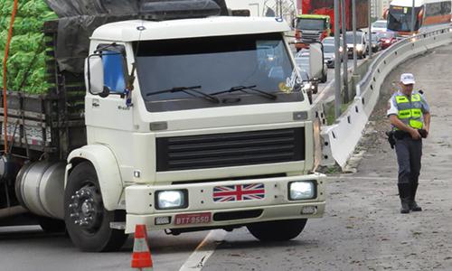 PM apreende mais de 30 caminhões em operação em São Paulo