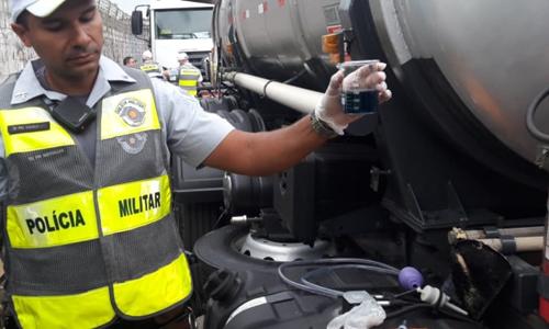 PM fiscaliza caminhões que circulam por São Paulo