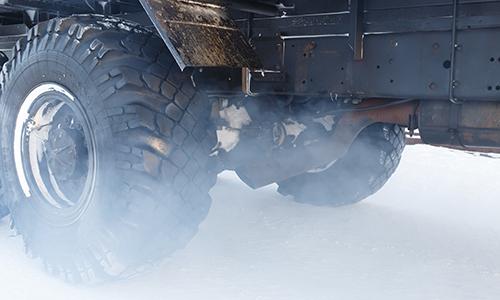 Quatro caminhoneiros são presos em SC por uso de antipoluente adulterado