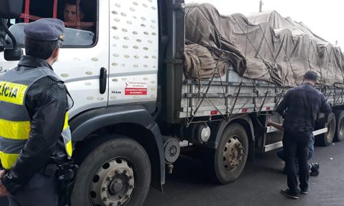 Motorista é notificado em operação de controle de fumaça diesel em Sorocaba